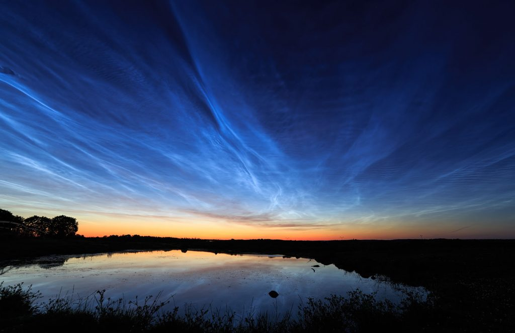 Noctilucent clouds, a rare phenomenon, by gofororbit, Wikimedia Commons.